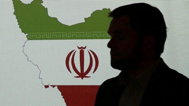 تصویر تزئینی : کارشناس امنیت سایبری در مقابل نقشه ایران حین گفتگو با روزنامه نگاران پیرامون تکنیکهایی که ایران برای هک بکار میبرد، ۲۰ سپتامبر ۲۰۱۷، دوبی، امارات متحده عربی. (AP Photo/Kamran Jebreili)