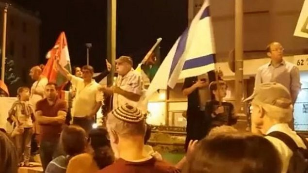 تصویر: اسرائیلیها در حمایت از کوردها در اورشلیم، ۱۲ اکتبر ۲۰۱۹. (screen capture: Facebook)