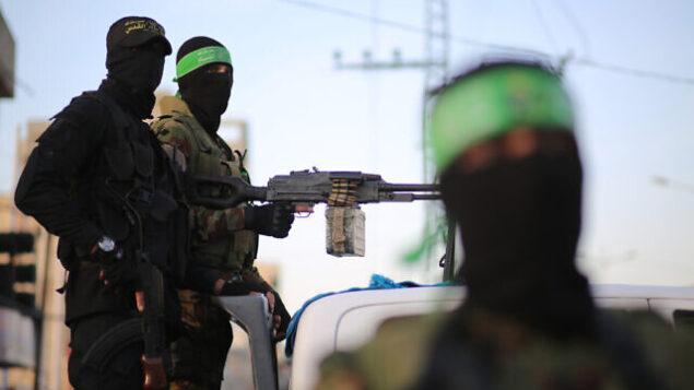 تصویر: پیکارگران فلسطینی شاخه نظامی گروههای تروریستی حماس و جهاد اسلامی در شهر غزه، در ماه رمضان. (Hassan Jedi/Flash90)