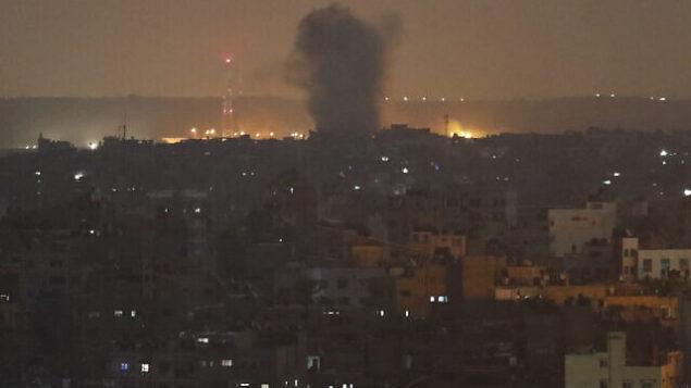 تصویر: انفجاری در شهر غزه که بر اثر حمله های هوایی اسرائیل ایجاد شد، ۱۴ نوامبر ۲۰۱۹.  (Adel Hana/AP)