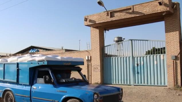 تصویر: انباری در «تورقوزآباد» تهران که گفته میشود انبار هسته ای ایران است. (YouTube screenshot)