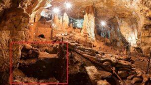 نمایی از غار مانوت با علائمی از ناحیه ای که دندان ۴۰۰۰۰ ساله آنها یافت شده است.  (Prof. Israel Hershkovitz)