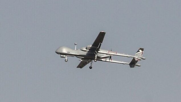 تصویر: پهباد نظامی اسرائیل، «هرون»، حین پرواز بر فراز شهر جنوبی اسرائیل، «اشدود»، ۱۳ نوامبر ۲۰۱۹.  (Ahmad Gharabli/AFP)