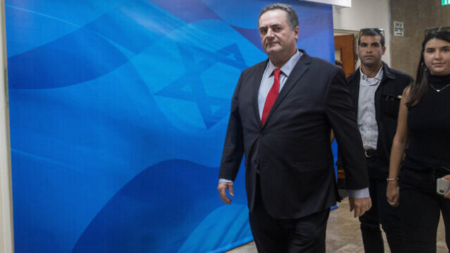 تصویر: ایسرائل کاتص، وزیر خارجه هنگام ورود به جلسه هفتگی کابینه در مقر نخست وزیری، اورشلیم، ۲۴ ژوئن ۲۰۱۹. (Noam Revkin Fenton/Flash90)