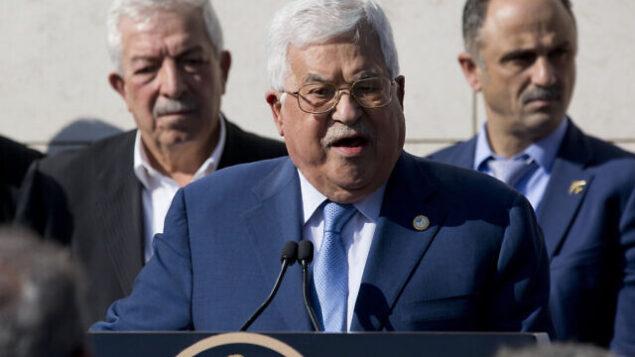 تصویر: محمود عباس، رئیس تشکیلات خودگردان فلسطینیان حین سخنرانی در رام الله، از کرانه باختری، ۱۱ نوامبر ۲۰۱۹. (Majdi Mohammed/AP)