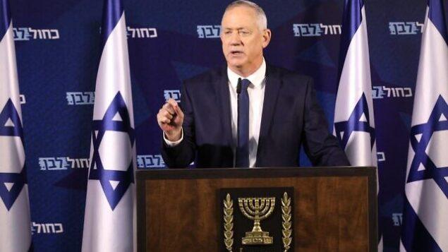 تصویر: بنی گانتز، رئیس حزب «آبی و سفید» در رمات گان، حین گفتگو با مطبوعات، ۲۵ ژانویه ۲۰۲۰.  (Elad Malka/Blue and White)