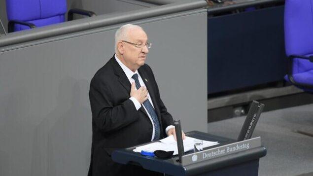 تصویر: پرزیدنت رئوبن ریولین حین سخنرانی در مراسمی در «باندستاگ» آلمان در یادبود قربانیان نازی، ۲۹ ژانویه ۲۰۲۰، برلین. (Amos Ben Gershom/GPO)