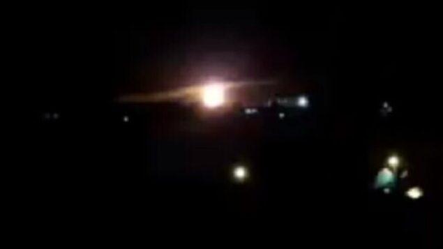 تصویر: این فیلم ظاهرا انفجاری در اثر حمله هوایی اسرائیل در غزه، ۲۵ ژانویه ۲۰۲۰ را نشان میدهد.  (screen capture: Twitter)