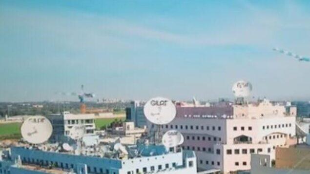 تصویر: گیلات که دفتر مرکزی آن در ۱۹۸۷ در اسرائیل ایجاد شد، سازنده فناوری و خدمات شبکه ماهواره ای است. (YouTube Screenshot)