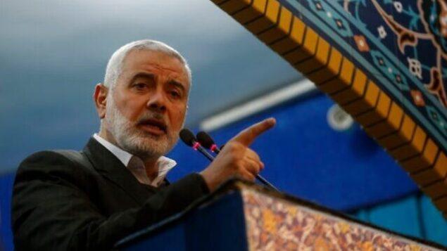 تصویر: در این عکس، رهبر حماس، اسماعیل هنیه، حین سخنرانی در مراسم تشییع جنازه قاسم سلیمانی، در تهران، ایران، دیده میشود، ۶ ژانویه ۲۰۲۰. (Office of the Iranian Supreme Leader)