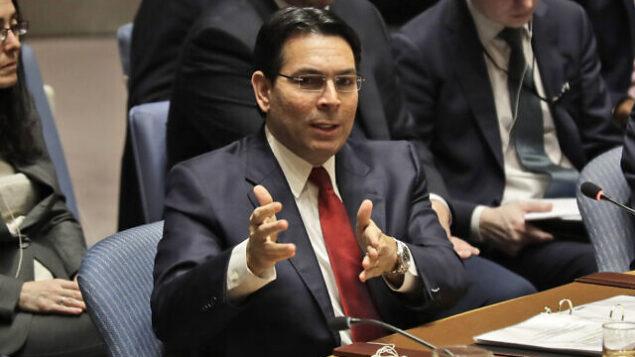 تصویر: سفیر اسرائیل در سازمان ملل دانی دانون، حین سخنرانی در شورای امنیت سازمان ملل در مقر سازمان، ۱۱ فوریه ۲۰۲۰. (AP Photo/Seth Wenig)