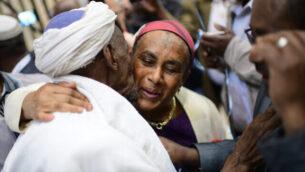 """Members of the Falashmura community reunite with their families at the Ben Gurion airport, outside Tel Aviv on February 4, 2019. Photo by Tomer Neuberg/Flash90 *** Local Caption *** òåìä çãù òåìéí çãùéí àúéåôéä ôìàùîåøä ùãä úòåôä òåìéí  çãùéí  îàúéåôéä  ðúá""""â"""