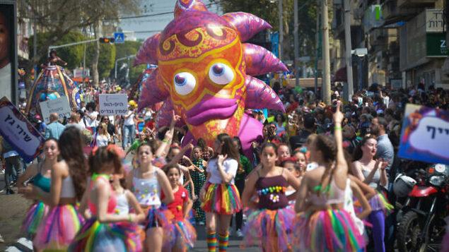 Israelis enjoy a purim parade, the largest in the country, in the city of Holon, during the Jewish holiday of Purim. March 21, 2019. Photo by Flash90 *** Local Caption *** ôåøéí úäìåëä òãìàéãò çåìåï òãìàéãò çåìåï