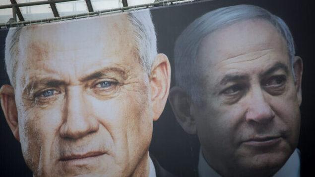 تصویر: پوسترهای انتخاباتی ۱۸ فوریه ۲۰۲۰ «آبی و سفید»، بنی گانتز و بنیامین نتانیاهو، نامزدهای نخست وزیری را نشان میدهد. (Miriam Alster/Flash90)