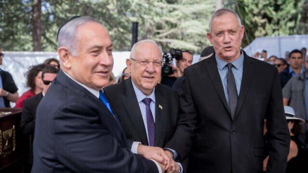 President Reuven Rivlin, Prime Minister Benjamin Netanyahu, and Blue and White leader Benny Gantz, shake hands at the memorial ceremony for the late President Shimon Peres, at the Mount Herzl cemetery in Jerusalem, on September 19, 2019. Photo by Yonatan Sindel/Flash90 *** Local Caption *** נתניהו בני גנץ ראובן ריבלין הר הרצל טקס אזכרה שמעון פרס