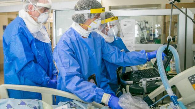Ichilov Medical team at the coronavirus unit, in the Ichilov hospital, Tel Aviv, Israel, May 4, 2020. Photo by Yossi Aloni/Flash90 *** Local Caption *** מחלקה חולה איכילוב  מחלקת קורונה וירוס חולה חולים