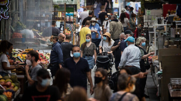 People shop for food at the Mahane Yehuda Market in Jerusalem on June 17, 2020. Photo by Yonatan Sindel/Flash90 *** Local Caption *** קורונה רחוב ירושלים קורונה וירוס מסיכות פנים אנשים שוק