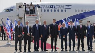US Presidential Adviser Jared Kushner (C-R) and US National Security Adviser Robert O'Brien (C-L) pose with members of the Israeli-American delegation in front of the El Al's flight LY971, which will carry the delegation from Tel Aviv to Abu Dhabi, at the Ben Gurion Airport near Tel Aviv on August 31, 2020. - The El Al flight, scheduled to leave at 0730 GMT from Ben Gurion Airport near Tel Aviv, will carry a delegation led on the American side by President Donald Trump's son-in-law and White House advisor Jared Kushner. (Photo by menahem kahana / AFP)