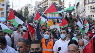 Palestinians protest in Ramallah in the occupied West Bank against Israeli normalisation deals with the United Arab Emirates and Bahrain on September 15, 2020, hours ahead of a signing ceremony at the White House. - The decision by the UAE and Bahrain to normalise ties with Israel breaks with decades of consensus within the Arab world that a peace deal with the Palestinians is a prerequisite for establishing relations with the Jewish state. (Photo by JAAFAR ASHTIYEH / AFP)