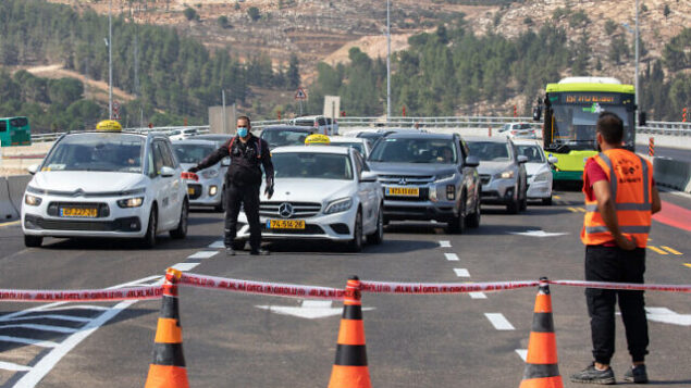 Israeli police establish  a roadblock on a road leading to EIn Hemed, near Jerusalem, on September 18, 2020. Israel has seen a spike of new COVID-19 cases bringing the authorities to reimpose a nationwide lockdown that will begin on Friday and last at least three weeks. Photo by Olivier Fitoussi/Flash90 *** Local Caption ***