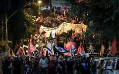 تظاهرات علیه بنیامین نتانیاهو نخست وزیر در نزدیکی اقامتگاه رسمی او در اورشلیم، ۲۴ اکتبر ۲۰۲۰.  (Yonatan Sindel/Flash90)