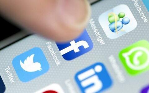 تصویر: اپلیکشین های شبکه اجتماعی واتس-اپ، فیس بوک، توئیتر، لینکد-این و پریسکوب، ۱۸ سپتامبر ۲۰۱۵.  (HStocks/Istock by Getty Images)
