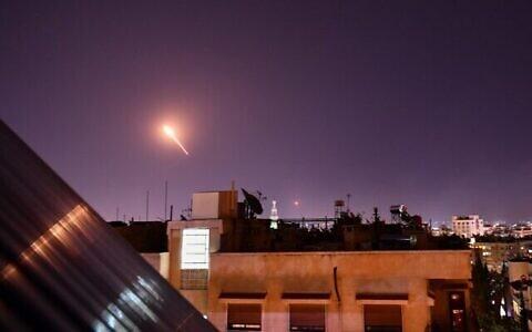 عکس تزئینی: پاسخ نیروی هوایی سوریه به حمله منتسب به موشک های اسرائیل که جنوب دمشق، پایتخت سوریه را در ۲۰ ژوئیه ۲۰۲۰ بمباران کردند. (AFP)