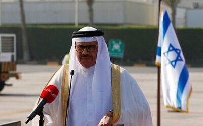 تصویر: عبداللطیف الزیانی وزیر خارجه بحرین حین ایراد بیانیه ای هنگام ورود هیئتی از ایالات متحده و اسرائیل در فرودگاه بین المللی بحرین، ۱۸ اکتبر ۲۰۲۰. (Photo by RONEN ZVULUN / POOL / AFP)