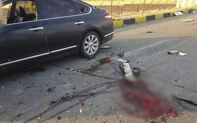 تصویر: در عکسی که  خبرگزاری نیمه رسمی فارس منتشر کرده، صحنه قتل محسن فخری زاده در شهر آبسرد، که درست در شرق پایتخت قرار گرفته، روز ۲۷ نوامبر ۲۰۲۰، قابل مشاهده است. بخشی از عکس بعلت احتمال تصویر دلخراش تار شده است. (Fars News Agency via AP)