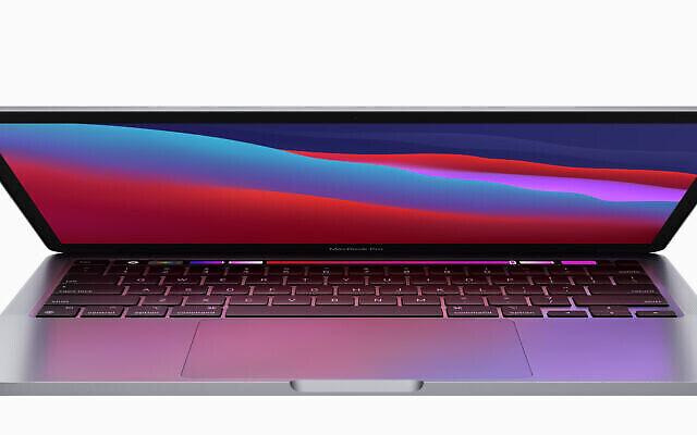 تصویر: مک بوک پرو ۱۳ اینچ، با ام-وان، که به گفتهٔ اپل «قابلیت اجرایی آن طوفانی در عرصه کنونی ایجاد خواهد کرد» و «طولانی ترین عمر باطری» مک (اپل) را دارد