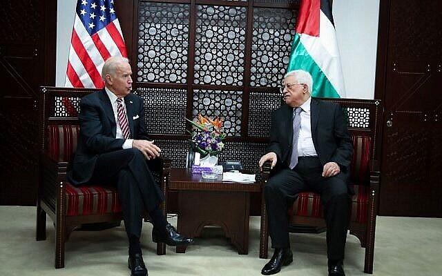 تصویر: «جو بایدن» معاون ریاست جمهوری وقت، چپ، با محمود عباس، رئیس تشکیلات خودگردان فلسطینیان در رام الله، کرانه باختری، ۹ مارس ۲۰۱۶. (FLASH90)
