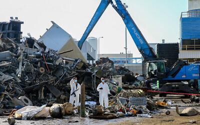 تصویر: ۱۷ نوامبر ۲۰۲۰، آتش نشانها و پلیس در صحنه انفجاری که گمان می رود ناشی از ترکیدن کپسول گاز در کارخانه ای در اشدود باشد. (Flash90)