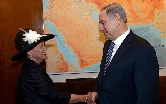 تصویر: بنیامین نتانیاهو نخست وزیر، حین ملاقات با «استر پولارد»، همسر «جاناتان پولارد»، جاسوس آمریکایی اسرائیلی در اقامتگاه رسمی نخست وزیر، اورشلیم، ۲۹ ژوئن ۲۰۱۹. (Amos Ben Gershon/PMO, courtesy)