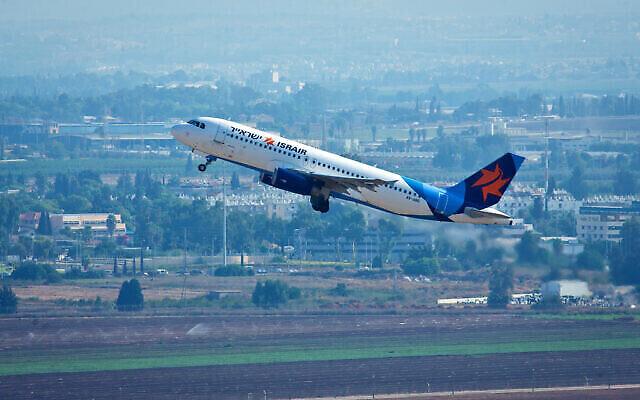 عکس تزئینی: یک پرواز«ایسر ایر» حین بلند شدن از فرودگاه بین المللی بن گوریون، تل آویو، ۳ سپتامبر ۲۰۱۵.  (Moshe Shai/FLASH90)