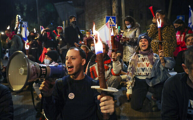 تصویر: شنبه ۱۲ دسامبر ۲۰۲۰، تظاهرات مردم اسرائیل علیه بنیامین نتانیاهو در اورشلیم.  (Yonatan Sindel/Flash90)