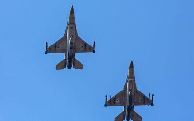 تصویر: جت های اف۱۶ حین پرواز بر فراز فرودگاه هرتصلیه، ۱۵ نوامبر ۲۰۱۹.  (Moshe Shai/Flash90)