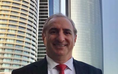 تصویر: ایتان نائه، رئیس هیئت سیاسی اسرائیل در امارات، در ابوظبی، ۲۴ ژانویه ۲۰۲۱.  (Foreign Ministry/courtesy)