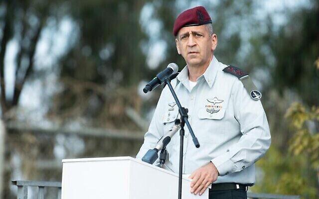 تصویر: آویو کوخاوی رئیس ستاد نیروهای دفاعی اسرائيل حین سخنرانی در مراسمی در ۲۸ فوریه ۲۰۲۱.