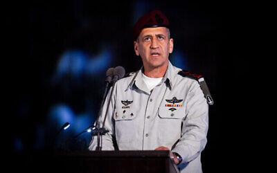 تصویر: «سپهبد آویو کوخاوی» رئیس ستاد نیروهای دفاعی اسرائیل در مراسم فارغ التحصیلی افسران نیروی دریایی اسرائیل در پایگاه دریایی حیفا، شمال اسرائیل، ۴ مارس ۲۰۲۰. (Flash90)