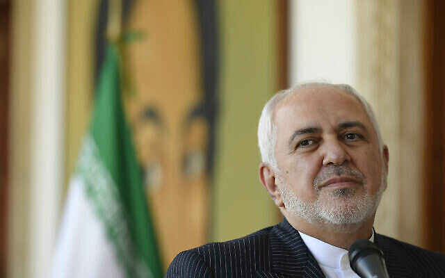 تصویر: «محمدجواد ظریف» وزیر خارجهٔ رژیم ایران در کنفرانس خبری در کاراکاس، ونزوئلا، ۵ نوامبر ۲۰۲۰.  (Matias Delacroix/AP)