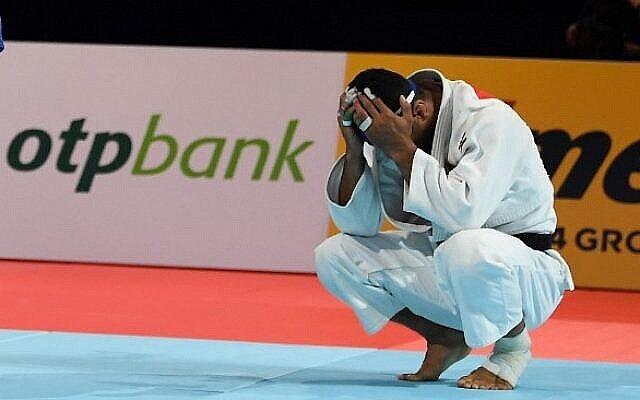 تصویر: سعید مولایی جودوکار ایرانی پس از شکست به «ماتیاس کاس» بلژیکی در دور نیمه نهایی دستهٔ مردان زیر ۸۱ کیلوگرم، مسابقات قهرمان جهانی جودو ۲۰۱۹، توکیو، ۲۸ اوت ۲۰۱۹.  Charly Triballeau/AFP)