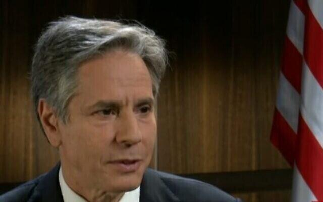 تصویر: آنتونی بلینکن وزیر خارجه ایالات متحده حین سخنرانی در اخبار کانال ۱۲، در مصاحبه ای که روز ۲۶ مه ۲۰۲۱ پخش شد. (video screenshot)