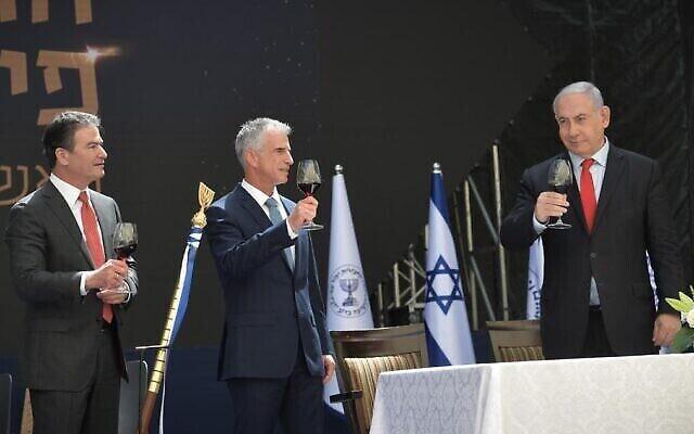 تصویر: بنیامین نتانیاهو نخست وزیر حین سخنرانی در مراسم جانشینی یوسی کوهن رئیس موساد با دیوید بارنئا، ۱ ژوئن ۲۰۲۱. (Koby Gideon/GPO)