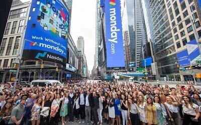 تصویر: تیم Monday.com خریدوفروش سهام در نسدک را آغاز می کند، ۱۰ ژوئن ۲۰۲۱.  (Nasdaq)