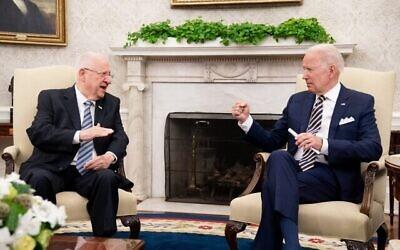 تصویر: جو بایدن رئیس جمهوری ایالات متحده در دیدار با رئوبن ریولین رئیس جمهوری اسرائیل در اتاق بیضی، ۲۸ ژوئن ۲۰۲۱، واشنگتن دی.سی. (Doug Mills/New York Times/Pool/Getty Images/AFP)