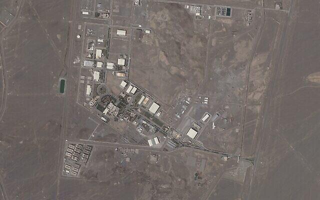 تصویر: عکس  ماهواره ای Planet Labs Inc. تأسیسات هسته ای نطنز ایران را در روز چهارشنبه، ۱۴ آوریل ۲۰۲۱ نشان می دهد. ایران روز جمعه، ۱۶ آوریل ۲۰۲۱ شروع به غنی سازی در بالاترین حد تاکنونی آن در نطنز کرد، و لحظه به لحظه به سطح درجه تسلیحاتی نزدیکتر می شود تا در پی حمله ای که به این تأسیسات شد، بر مذاکرات وین که به منظور حفظ قرارداد هسته ای با قدرتهای جهان صورت می گیرد فشار وارد آورد.  (Planet Labs via AP)