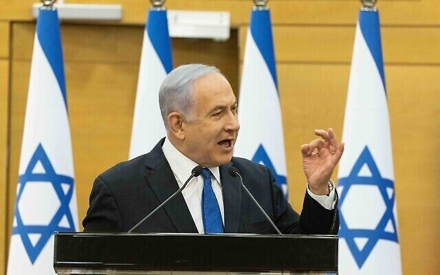 بنیامین نتانیاهو نخست وزیر حین سخنرانی در جلسهٔ «لیکود» در کنست، ۶ ژوئن ۲۰۲۱.  (Yonatan Sindel/Flash90)