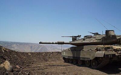 تصویر: یک تانک نیروهای دفاعی اسرائیل در بلندیهای جولان، نزدیک مرز سوریه، ۱ ژوئیه ۲۰۱۸.  (Israel Defense Forces)