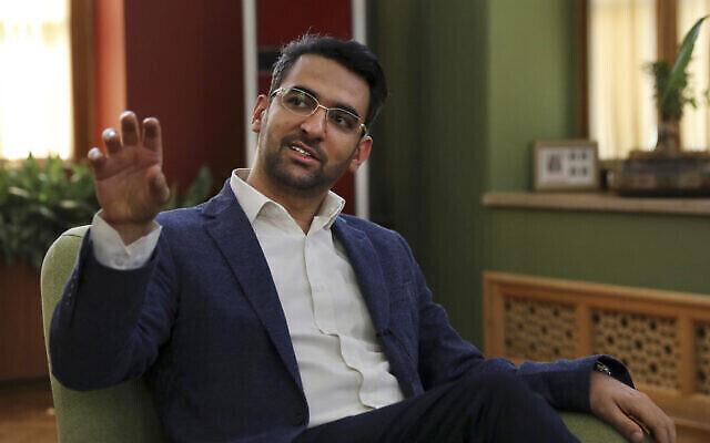 تصویر: محمد جواد آذری جهرمی وزیر ارتباطات و فناوری اطلاعات در مصاحبه با اسوشیتد پرس در دفتر وی در تهران، ایران، ۷ ژوئیه ۲۰۱۹. (Vahid Salemi/AP)
