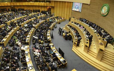 تصویر: هیئت های دو کشور در گشایش سی و سومین نشست اتحادیهٔ آفریقا (AU) در مقر اتحادیه، آدیس آبابا، اتیوپی، ۹ فوریه ۲۰۲۰. (AP Photo)